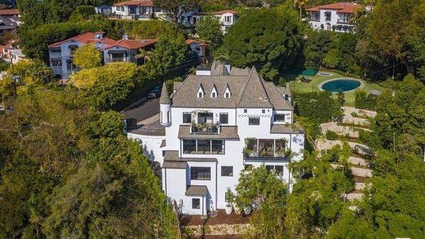"""Norman Reedus compra """"castelo"""" milionário em Hollywood"""